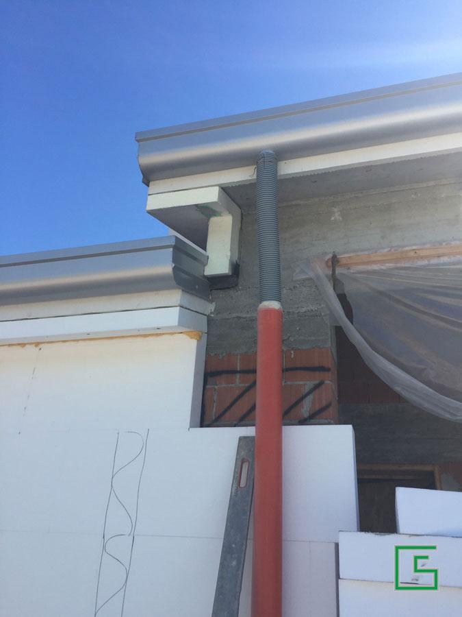 Particolare rivestimento cornice Bifamiliare Candiana Demolizione e nuova costruzione a cura dello studio tecnico geometra Schiavon